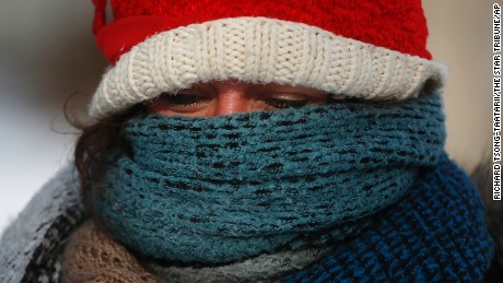 Betsy Ranum, who is from Minn., but now lives in New York bundled up while walking down Lyndale Ave S after having breakfast, Sunday, Jan. 4, 2015, in Minneapolis. Sunday begins a week of polar vortex bone-chilling weather. (AP Photo/The Star Tribune, Richard Tsong-Taatarii) MANDATORY CREDIT; ST. PAUL PIONEER PRESS OUT; MAGS OUT; TWIN CITIES LOCAL TELEVISION OUT