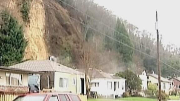 dnt landslide moves house_00000226.jpg