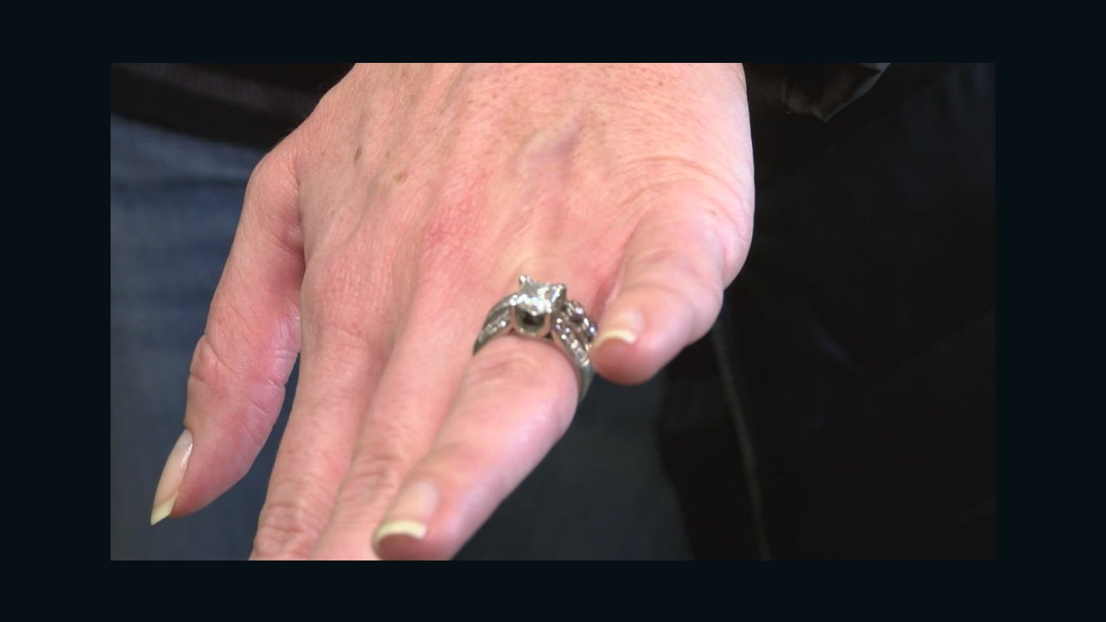 Dog eats $23,000 wedding rings - CNN Video
