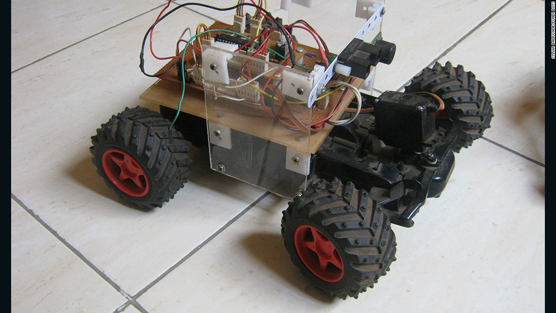 The Rover Mark II is an exploratory vehicle. When Fundi Bots sessions are held in schools, demonstration models like this one are used to inspire students to create a robot.