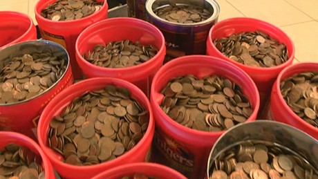 Man deposits 500 lbs of pennies worth over $800