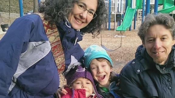 lv intv bts meitiv parents let kids walk from park _00001516.jpg