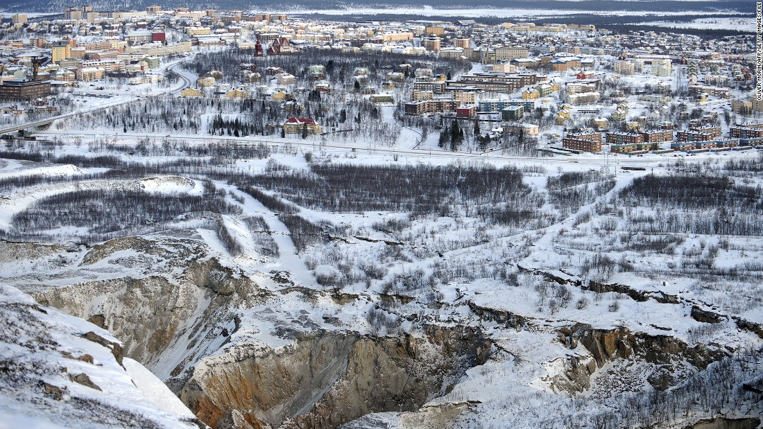 So how did it all happen? Over a decade ago it was discovered that fissures in the ground are edging their way towards Kiruna. Activity in a nearby mine has caused cracks to appear in the ground near where some people live.