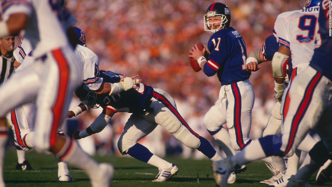 New York Giants quarterback Phil Simms had a performance for the ages in Super Bowl XXI, completing 22 of 25 passes as the Giants beat Denver 39-20. It remains a Super Bowl record for completion percentage. Simms also had 268 yards passing and three touchdowns.