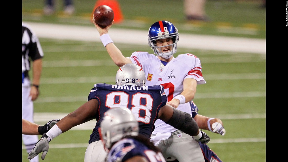 Eli Manning did it to the Patriots again, as the New York Giants beat New England in a Super Bowl rematch from 2008. Manning had 296 yards passing this time as the Giants won 21-17.