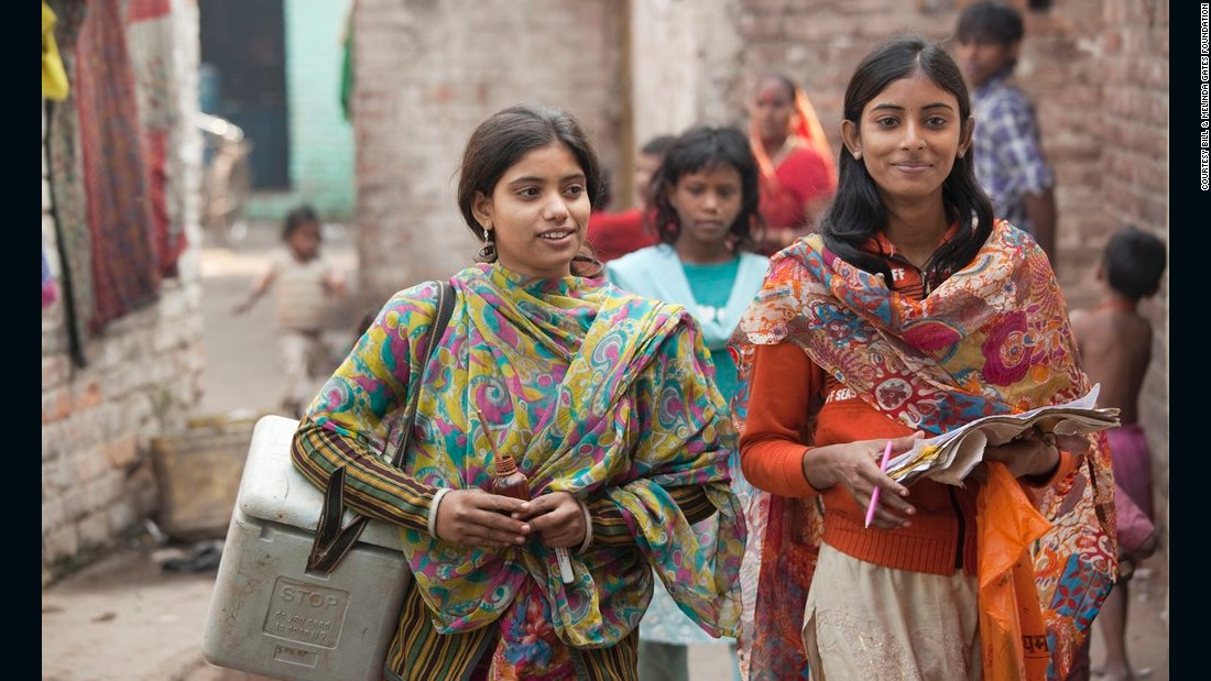 House-to-house polio vaccination team members Heena Khatun and Rukhsar Khatun work in the Kamla Nehru Nagar slum in Patna, India, in December 2010.