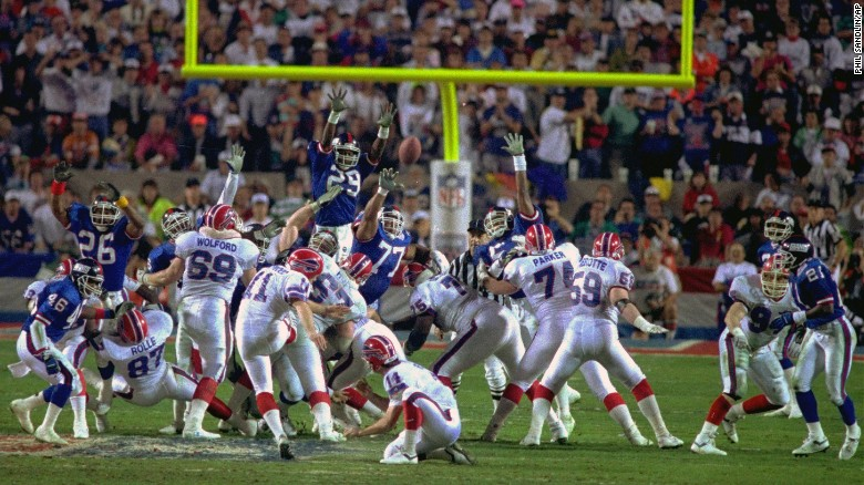 <strong>Smallest margin of victory in a Super Bowl:</strong> Buffalo kicker Scott Norwood missed a 47-yard field goal as time expired, and the New York Giants beat the Bills 20-19 in 1991.