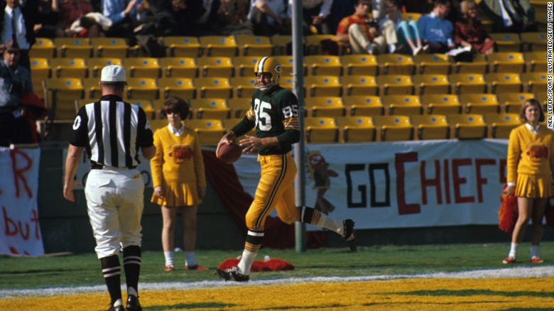 <strong>First score in Super Bowl history:</strong> In the first quarter of what we know now as Super Bowl I, Green Bay Packers wide receiver Max McGee scored a touchdown on a 37-yard pass from Bart Starr.