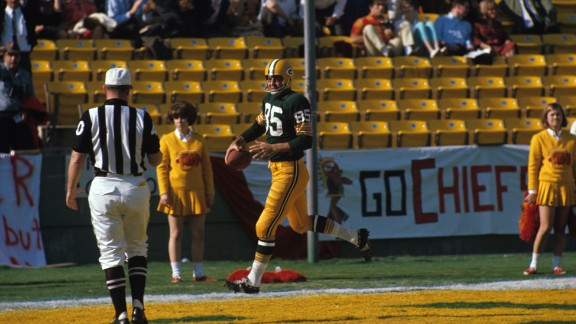 First score in Super Bowl history: In the first quarter of what we know now as Super Bowl I, Green Bay Packers wide receiver Max McGee scored a touchdown on a 37-yard pass from Bart Starr. McGee made the catch with one hand, reaching behind him before speeding past the defender.