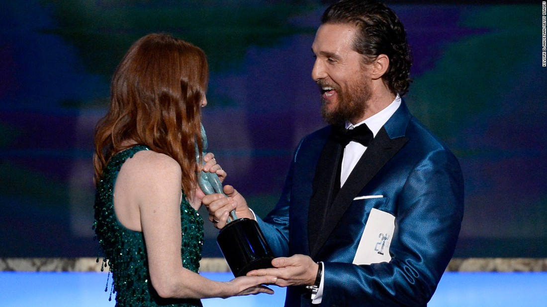 "Julianne Moore accepts an award from Matthew McConaughey for her leading role in the film ""Still Alice."""