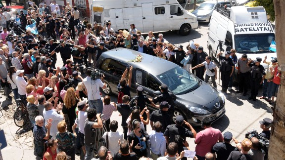 The hearse carrying the remains of prosecutor Alberto Nisman arrives at the Jewish cemetery in La Tablada, 20 km from downtown Buenos Aires, on January 29, 2015. The 51-year-old special prosecutor was found dead at his home January 18, a day before he was to go before a congressional committee to make a bombshell accusation: that Kirchner shielded Iranian officials implicated in the 1994 bombing of a Jewish charities office, known as AMIA. . AFP PHOTO / STRSTR/AFP/Getty Images