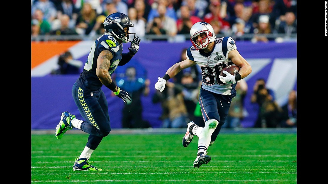Seattle safety Earl Thomas pursues Amendola.