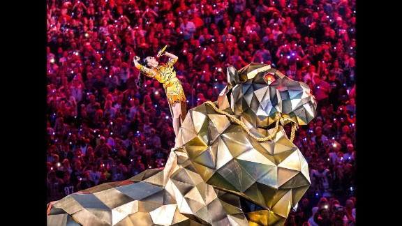 "Perry started the show by singing ""Roar"" and riding in on a massive mechanical tiger. Or was it a lion?"