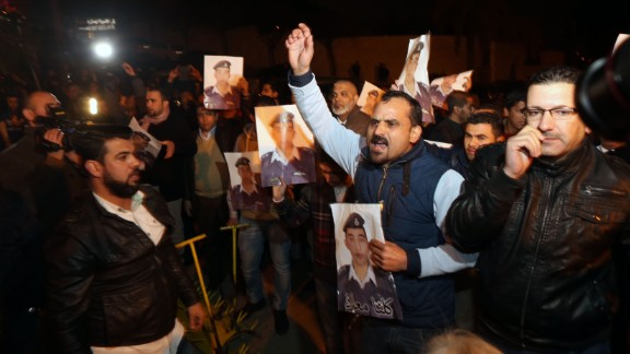 Angry relatives of al-Kasasbeh protest at the entrance to Jordan