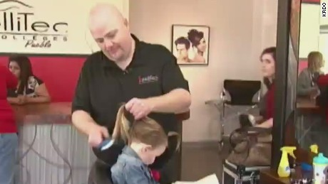dnt single dad braids daughter's hair _00002702