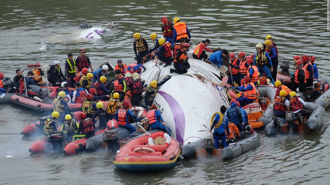Rescuers work to free people from the wreckage in the Keelung River on February 4.