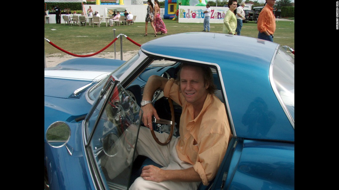 At a 2007 Florida car show, exactly 40 years after that memorable birthday cruise, Richard Earl got a chance to drive his grandfather's '63 Sting Ray again.