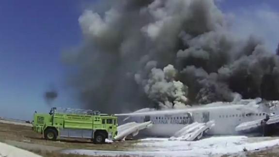 ac pkg kaye airplane seat belts_00015702.jpg
