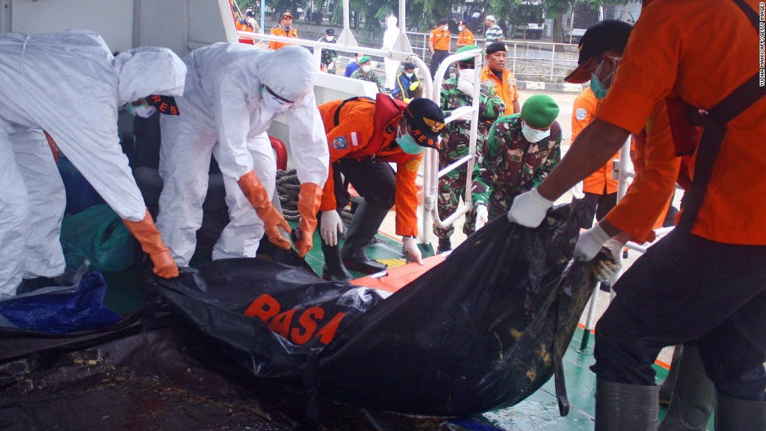 Indonesian search and rescue personnel unload recovered bodies at the Kumai seaport on Sunday, February 8.