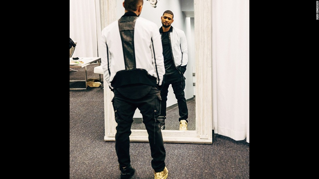 Usher tries to pick out some shoes.