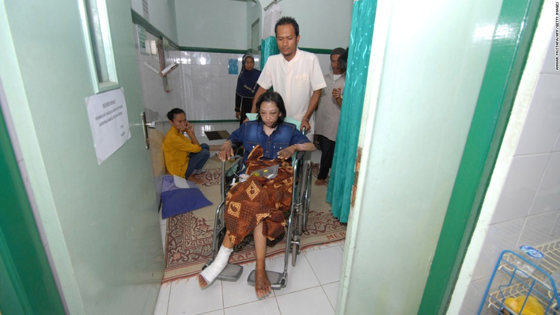 Erwiana receives treatment at a hospital in Sragen on January 15, 2014.