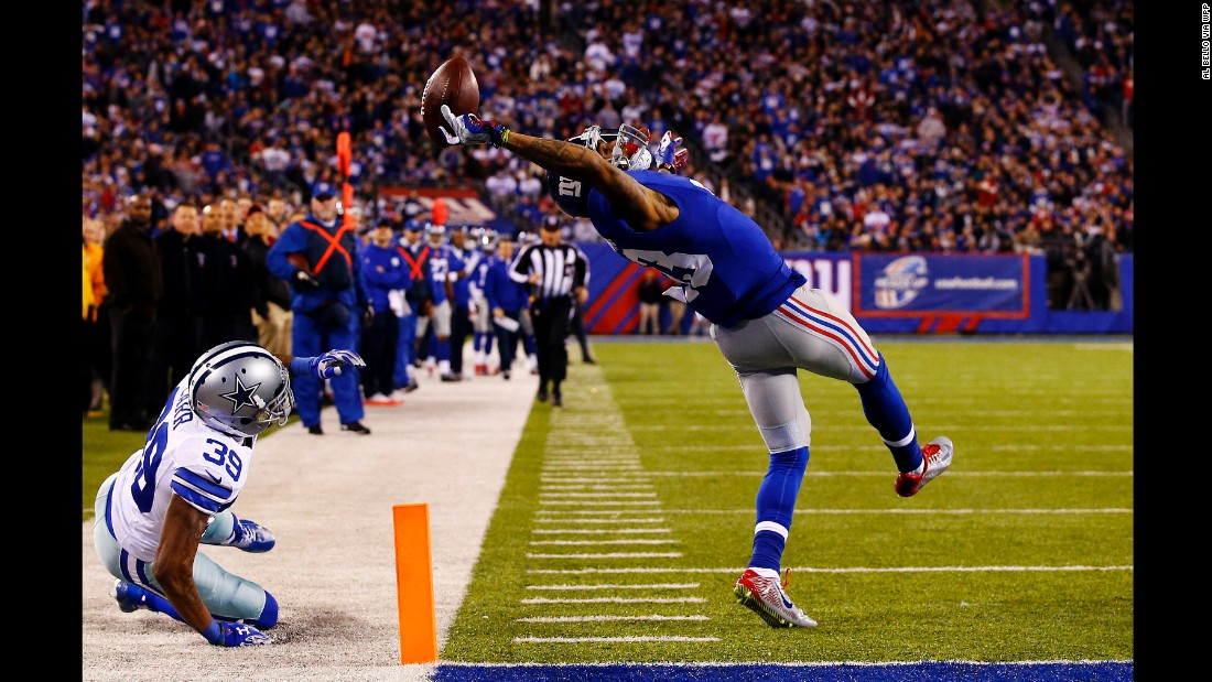 New York Giants wide receiver Odell Beckham Jr. makes a one-handed touchdown catch in the second quarter against the Dallas Cowboys at MetLife Stadium in East Rutherford, New Jersey.<br />