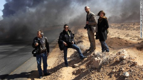 New York Times photographers Lynsey Addario and Tyler Hicks (center), were among journalists kidnapped in Libya in 2011.
