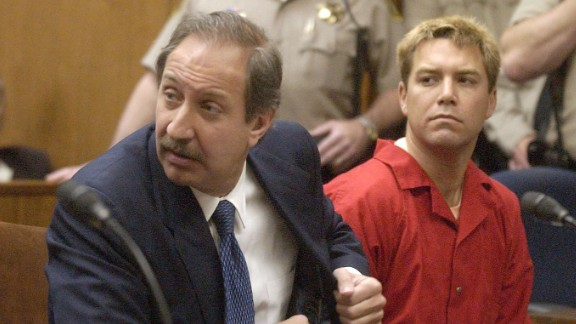 Scott Peterson (R) appears with his attorney Mark Geragos (Photo by Al Golub-POOL/Getty Images)