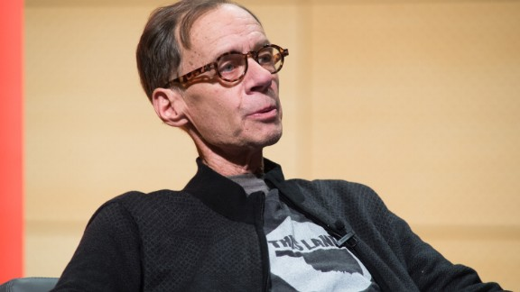 New York Times media columnist David Carr died suddenly after collapsing in the newspaper