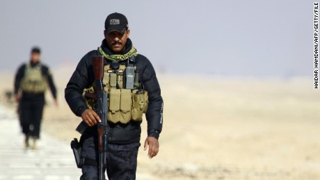 Iraqi security forces patrol the Najaf governorate border on January 24, 2015.