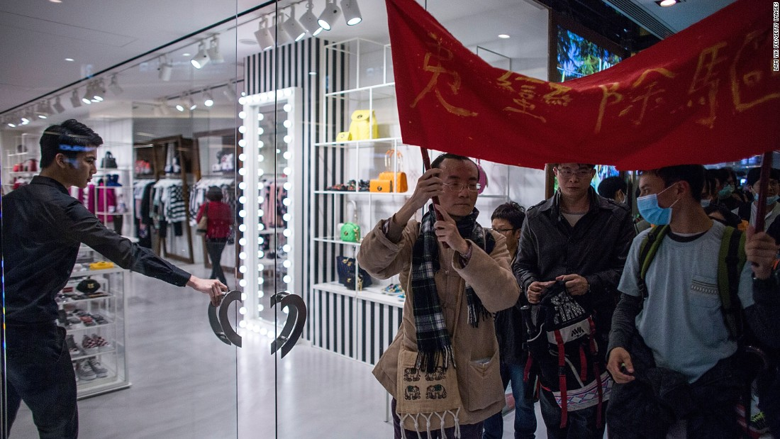Recently, more and more anti-mainland Hong Kongers have organized into groups, staging vocal protests in areas frequented by Chinese shoppers.