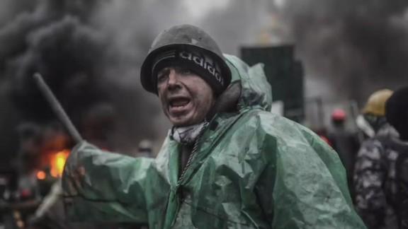 pkg amanpour holmes ukraine maidan iaw_00010830.jpg