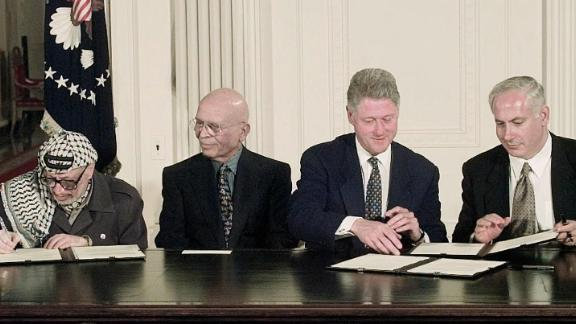 From left, Arafat, King Hussein, US President Bill Clinton and Netanyahu sign an interim Middle East peace agreement in October 1998.
