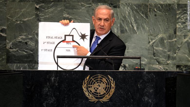 Netanyahu menggunakan diagram bom untuk menggambarkan program nuklir Iran saat berpidato di Majelis Umum PBB pada September 2012 di New York
