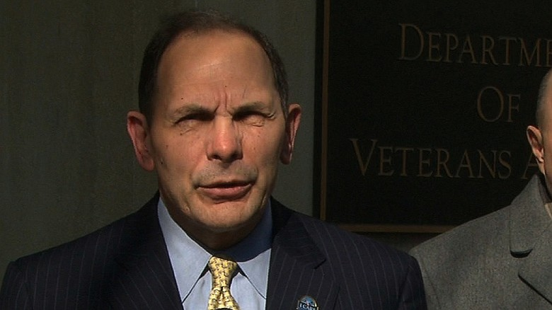 VA secretary: 'I have no excuse'