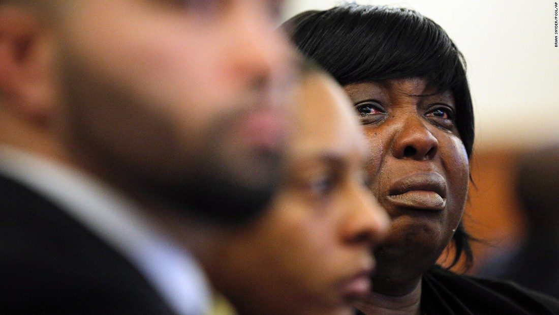 Ursula Ward, mother of Odin Lloyd, cries in court as photographs of her son's body are shown as evidence on Tuesday, February 24, in Fall River, Massachusetts. Former New England Patriots tight end Aaron Hernandez is charged with the 2013 murder of semipro football player Lloyd.