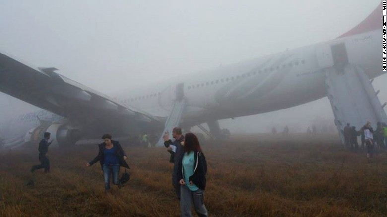 Botched landing forces passengers to escape plane