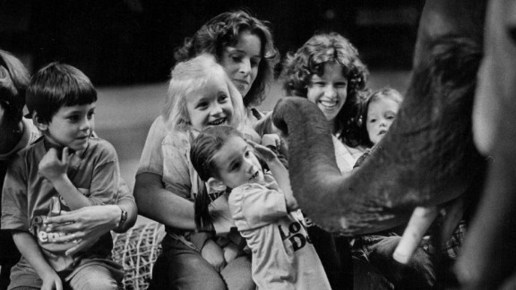 Children in Denver react to Charlie the elephant in 1978.