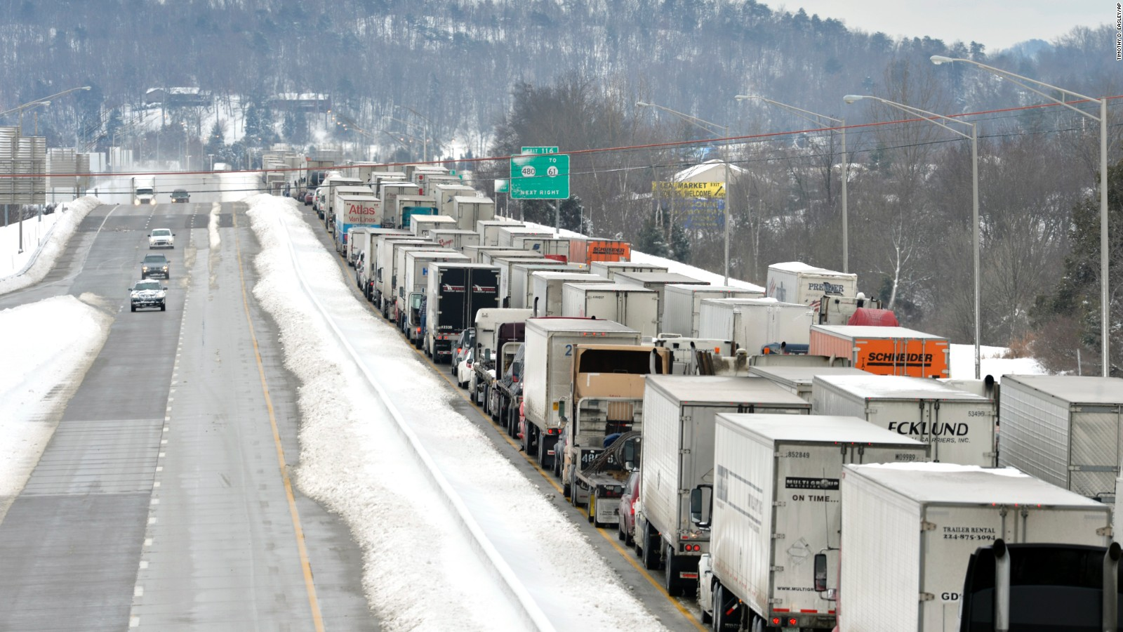 Winter storm strands motorists, hammers Northeast