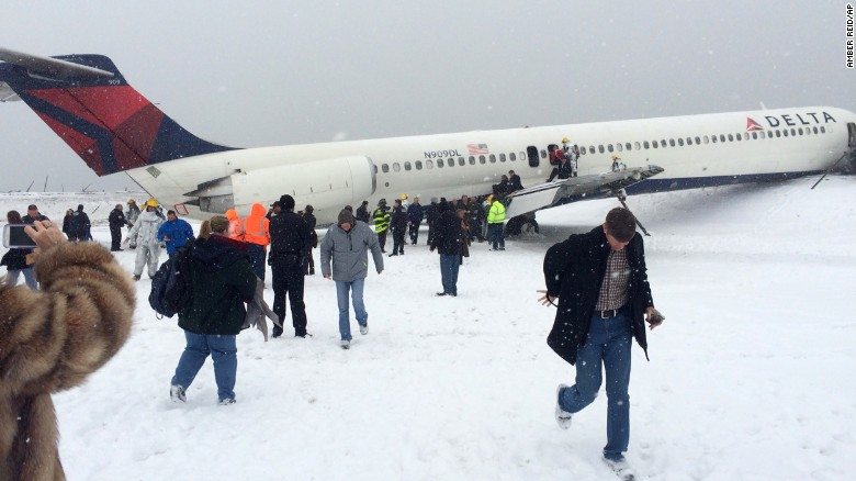 LaGuardia scare highlights runway dangers
