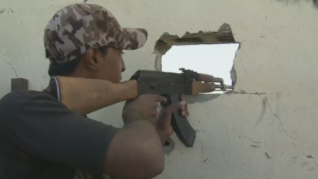 Iraqi forces fight to recapture Tikrit