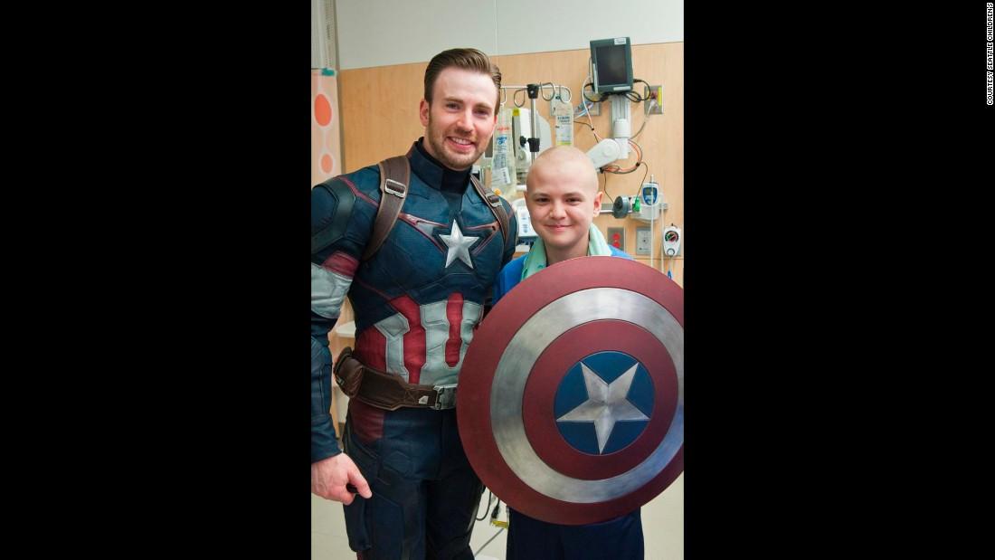 Chris Evans and Chris Pratt meet 'true superheroes' - CNN