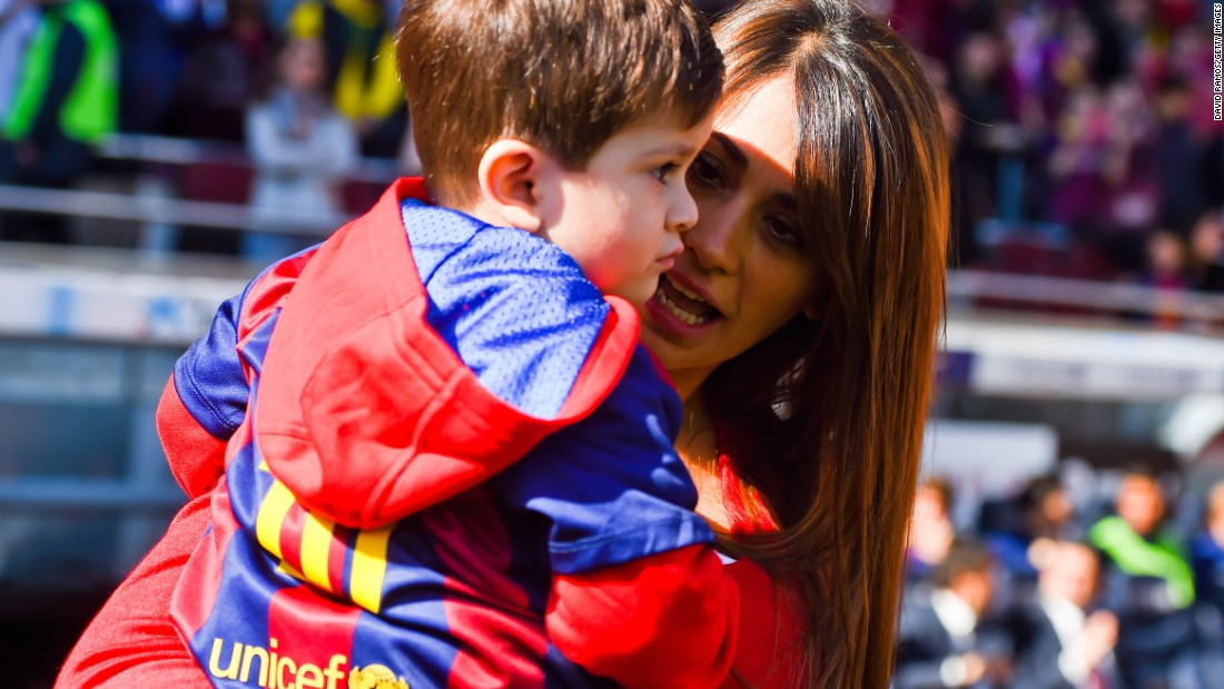 Barcelona's biggest crowd this season -- 87,151 including Messi's wife Antonella Roccuzzo and son Thiago -- watched Luis Enrique's team reclaim the league lead from Real Madrid.