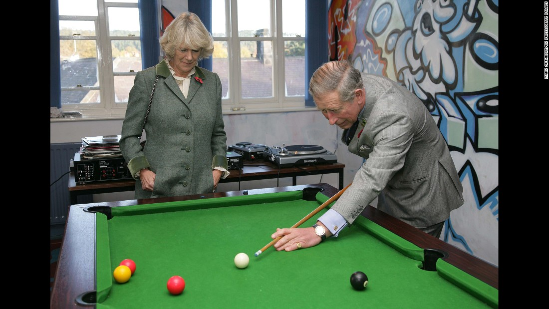 The couple play pool in November 2006.