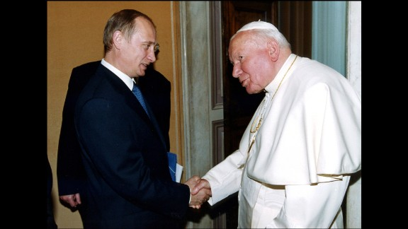 Putin meets Pope John Paul II in Rome in June 2000.