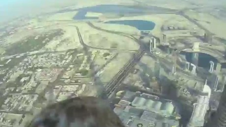 Eagle's record flight off world's tallest building