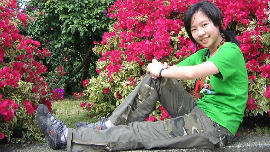 "Family photos show Tong dressed in a T-shirt and with short hair. <a href=""http://www.cnn.com/2015/04/03/us/iowa-killing-chinese-student/"">Her roomate said Tong embraced America </a>and shed T-shirts for clothes with frills. Her hair was long, almost down to her waist, with a dyed brown streak and curls. """
