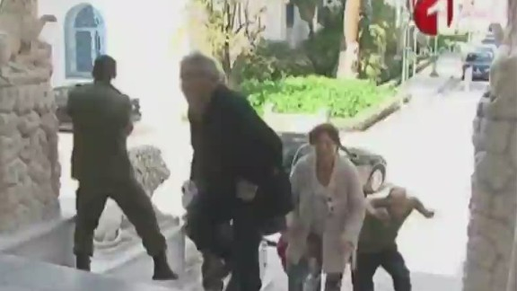 nr tunisia museum shooting hostages_00025610.jpg