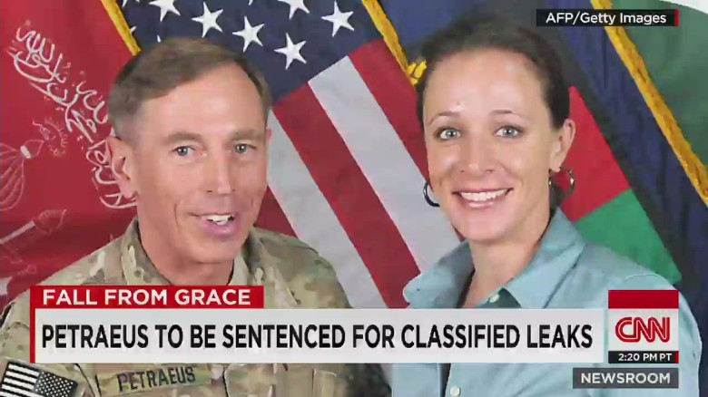 Convicted leaker Petraeus still advising White House