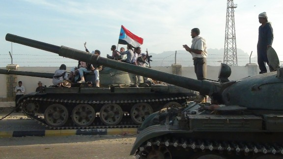 Armed Yemeni militiamen loyal to President Abedrabbo Mansour Hadi, also known as the Popular Resistance Committees, sit on tanks, one flying the separatist Southern Movement flag, outside the Yemeni special forces command base in the southern city of Aden on March 19, 2015.
